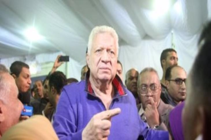 """مرتضى منصور: أرفض الإساءة للرجاء المغربي.. وصورة اللافتة المسيئة """"مفبركة"""""""