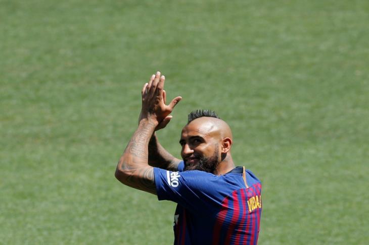 """11 نهائي في الليجا.. هل يدخل فيدال التاريخ بتحقيق """"التاسعة"""" مع برشلونة؟"""