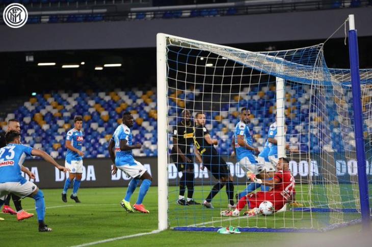 نابولي يتجاوز الإنتر ويضرب موعدًا مع يوفنتوس في نهائي كأس إيطاليا
