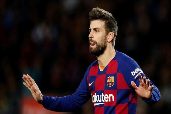 سبورت: بيكيه قد يغيب عن برشلونة من 4 إلى 6 أشهر
