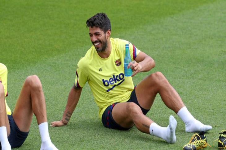برشلونة يعلن جاهزية سواريز للمشاركة بعد تعافيه من إصابة الركبة
