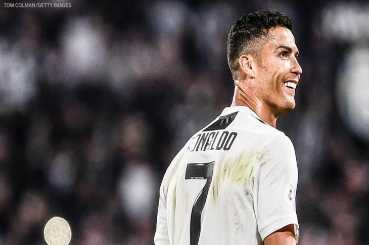 """تقرير.. كيف أصبح رونالدو أول """"ملياردير"""" في تاريخ كرة القدم؟"""