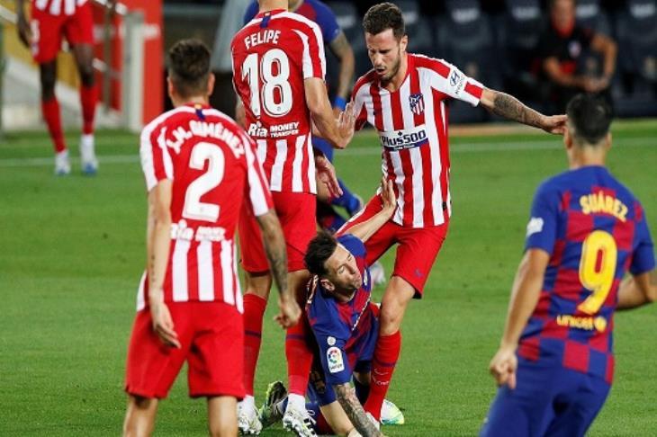 """""""احتجاج وضربة أخرى"""".. كيف تناولت صحف إسبانيا تعثر برشلونة أمام أتلتيكو؟"""