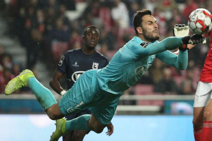 إجبار حارس بيلينينسيش البرتغالي على مغادرة الملعب بسبب كورونا