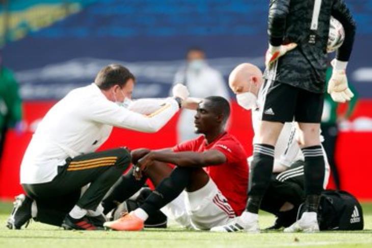 بالصور.. إصابة قوية لبايلي خلال مباراة تشيلسي ومانشستر يونايتد