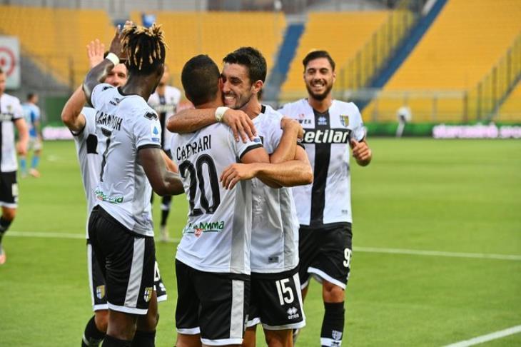 نابولي يعود لنزيف النقاط بالخسارة من بارما في الدوري الإيطالي