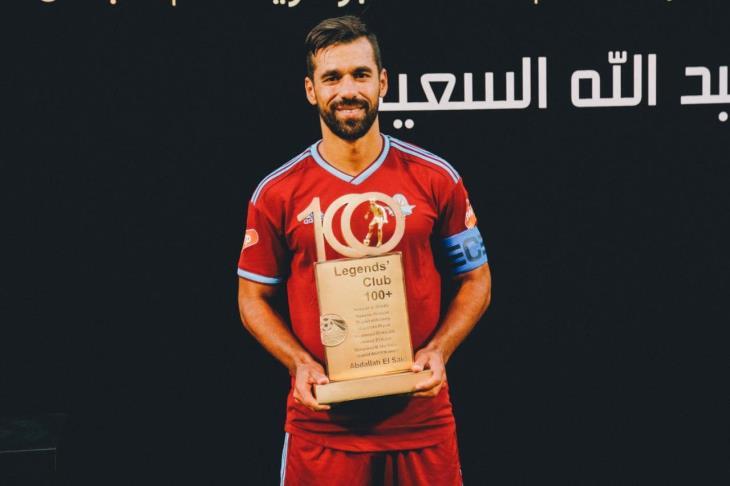 بالفيديو والصور.. ممر شرفي وجائزة خاصة.. تكريم عبدالله السعيد لدخوله نادي المائة