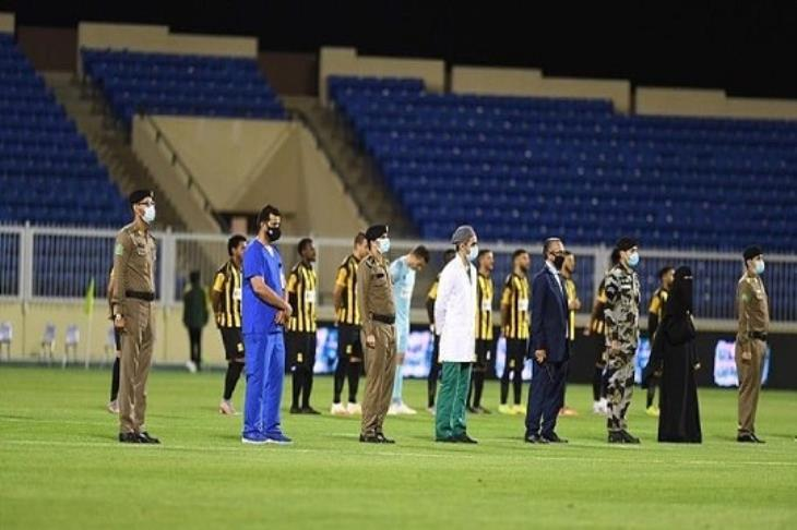 تقديرًا لجهودهم.. ممر شرفي للأطباء والأمن في مباريات الدوري السعودي (فيديو)