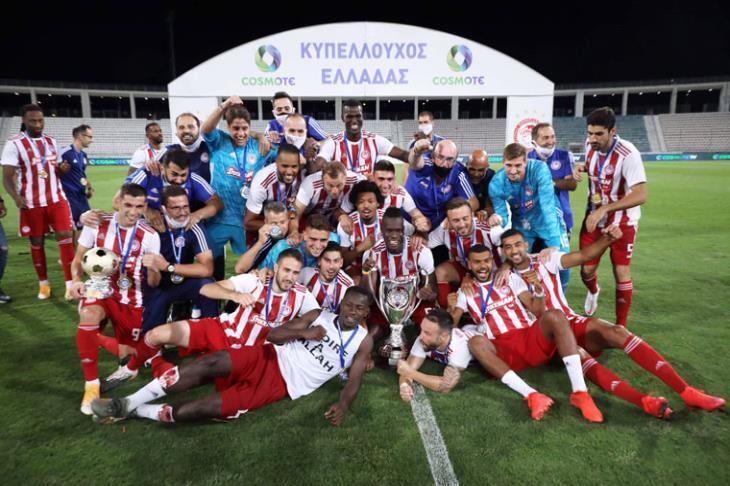 """كوكا بطل الثنائية.. أولمبياكوس يتوج بكأس اليونان للمرة الـ45 """"فيديو"""""""