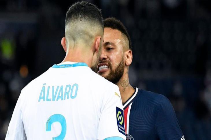 رابطة الدوري الفرنسي تُعلن.. إيقاف نيمار وفتح تحقيق في واقعة العنصرية