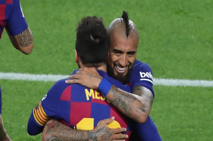 تقارير: ركلات الجزاء وراء فشل انتقال فيدال إلى برشلونة في 2011