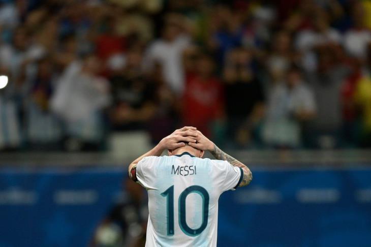 """""""حال الأرجنتين لم يتغير"""".. صحيفة إسبانية تعلق على هزيمة ميسي ورفاقه أمام كولومبيا"""