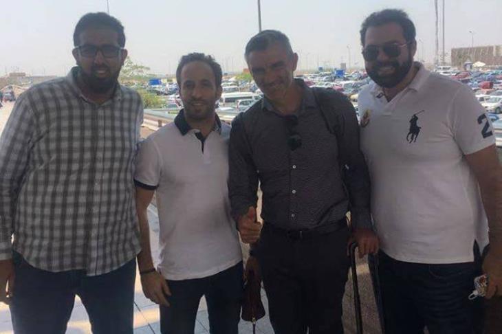 كارتيرون يصل القاهرة لقيادة الأهلي.. ويجتمع مع بيبو خلال ساعات