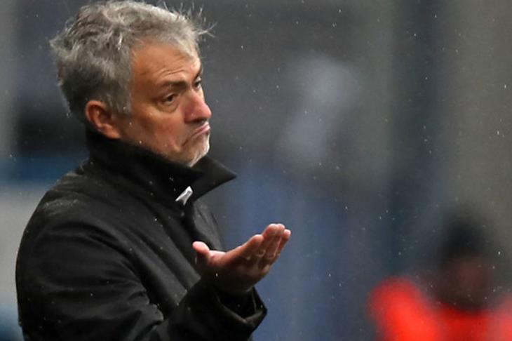 بعد تصريحاته الأخيرة.. صحفيو إنجلترا ليلاكورة: مورينيو يدمر نفسه ذاتيًا