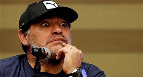 ريكيلمي يغير قناة التلفزيون حين يتحدث مارادونا