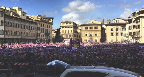 آلاف المشجعين يودعون قائد فيورنتينا الراحل