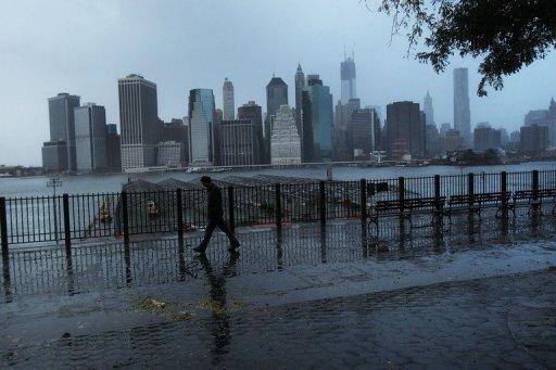اعصار ساندي يخلف 31 قتيلا في الولايات المتحدة وقتيلا في كندا