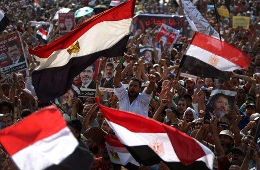 اكثر من 50 قتيلا في القاهرة والاخوان المسلمون يدعون الى  انتفاضة