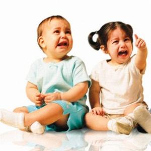 رغم أن ولادة طفل تشكّل حدثًا سعيدًا للوالدين، فإن