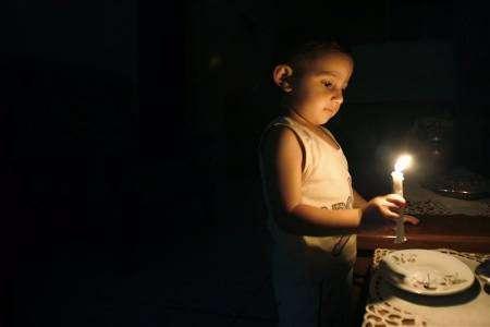 صورة عن الماساة في غزة 2008-01-22T064805Z_01_NOOTR_RTRIDSP_2_OEGTP-PALEST-ISR-NA4