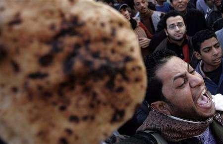 المصيلحى: الحكومة لن ترفع سعر رغيف الخبز المدعم فئة خمسة 2007-09-26t174222z_01_nootr_rtridsp_2_oegin-egypt-bread