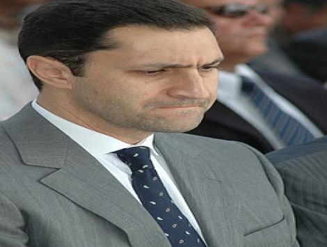 علاء مبارك يدخل في بكاء هستيري بعد قرار محاكمة والدة بالقاهره L_f4295ef056.jpg